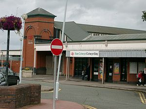 Benkid77 Colwyn Bay railway station 220709.JPG