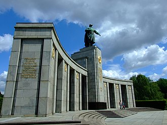 Soviet War Memorial (Tiergarten) - Image: Berlín, Tiergarten, sovětský památník