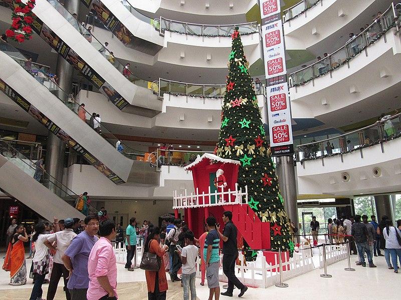 File:Big-chritsmas-tree-chennai-forum-mall-1.jpg