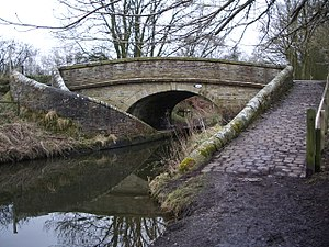 Bridge 29 Macclesfield Canal.jpg