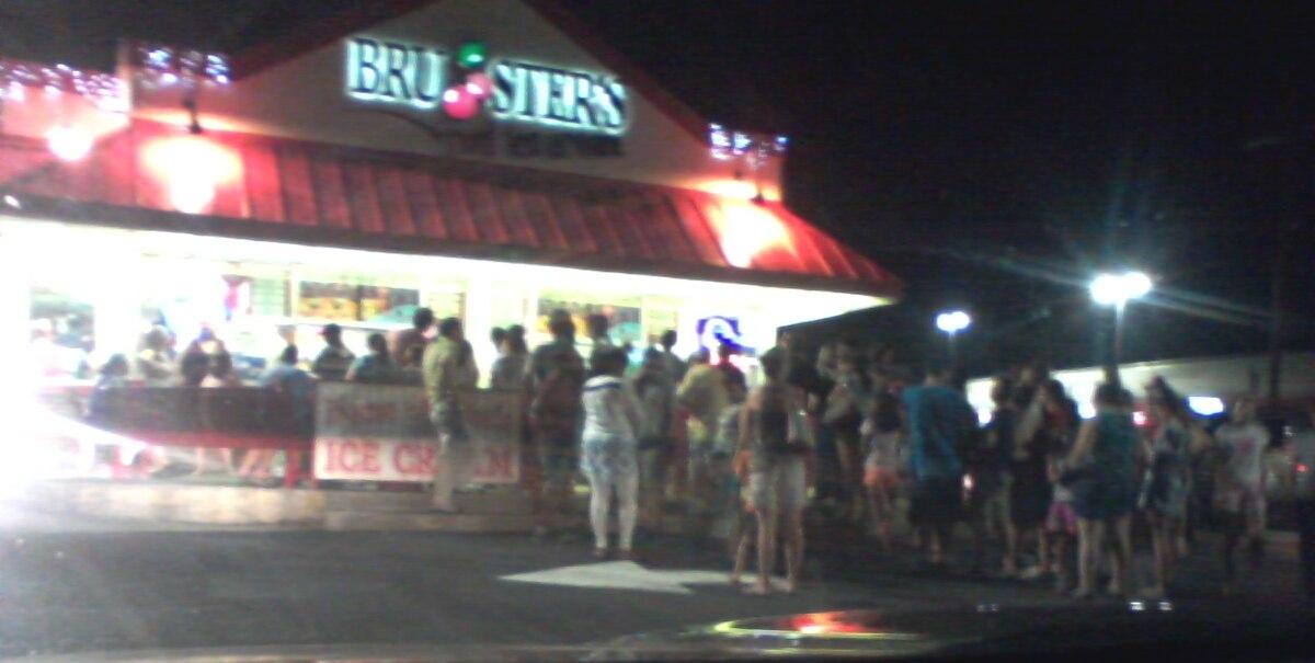 Bruster's Ice Cream, Gaithersburg, Maryland, June 2016.jpg