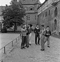 Bundesarchiv B 145 Bild-F008606-0007, Besichtigung Idstein-Taunus, Schüler aus Japan.jpg