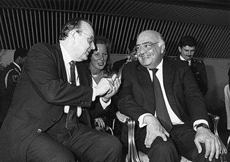 Jaime Lusinchi - Lusinchi with Hans-Dietrich Genscher in 1987