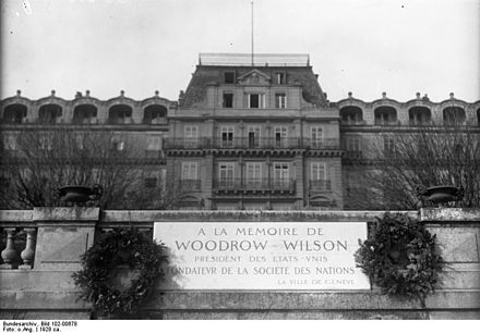 "In 1924, the headquarters of the League was named ""Palais Wilson"", after former US President Woodrow Wilson, who was credited in the memorial outside the building as the ""Founder of the League of Nations"" Bundesarchiv Bild 102-00678, Genf.- Haus des Volkerbundrates.jpg"