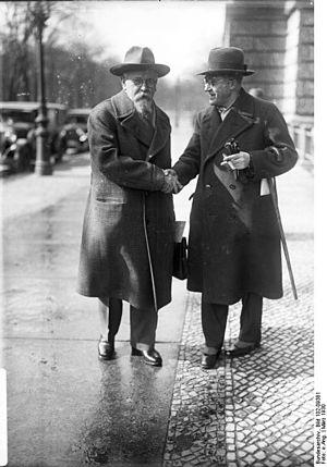 Rudolf Wissell - Rudolf Wissell, 1930 (left)
