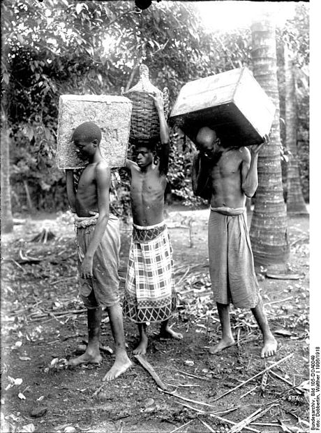 File:Bundesarchiv Bild 105-DOA0049, Deutsch-Ostafrika, Einheimische Lastenträger.jpg