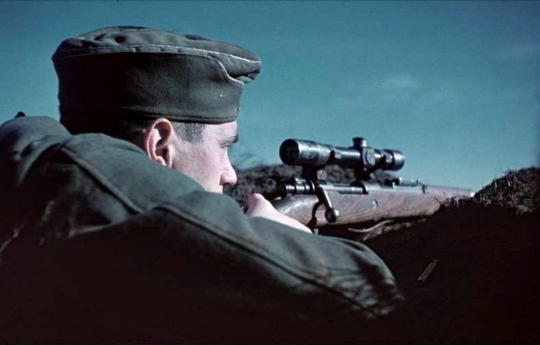 Bundesarchiv Bild 169-0526, Russland, Scharfschütze in Stellung
