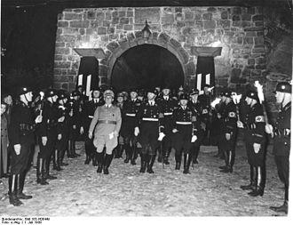 Allgemeine SS - Image: Bundesarchiv Bild 183 H08449, Quedlinburg, Heinrichs Feier, Heinrich Himmler