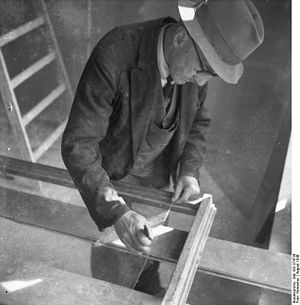 Glazier - A glazier at work, 1946.