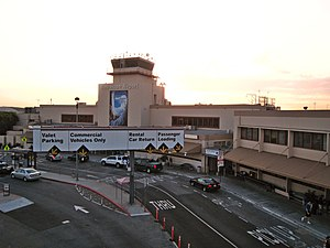 English: Terminal building at the Bob Hope Air...