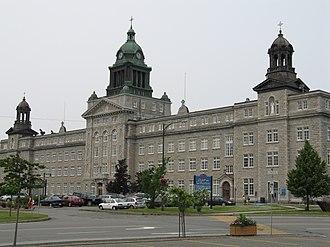 Higher education in Quebec - La facade partagée du Collège de Ste-Anne et du Cégep de La Pocatière, au Québec