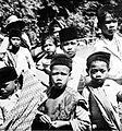 COLLECTIE TROPENMUSEUM Een groep Javaanse jongens TMnr 10005225.jpg