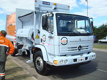 English: Waste collection truck for the new me...