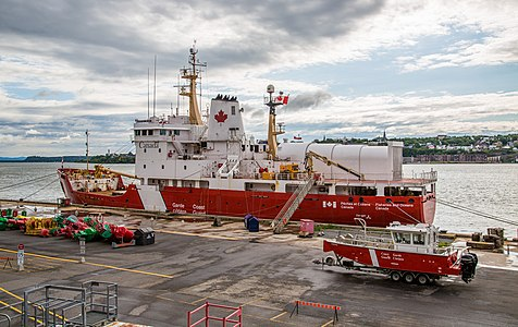 Canadian Coast Guard Ship Québec City, Québec, Canada 14765703066.jpg