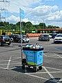 Car wash cart at Sainsbury's Low Hall, Chingford, London 02.jpg