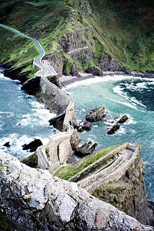Gaztelugatxe - Stairway and path up the crag