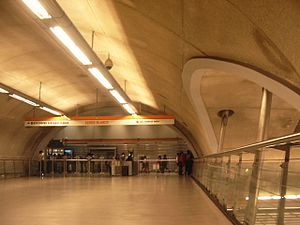 Cerro Blanco metro station - Mezzanine level