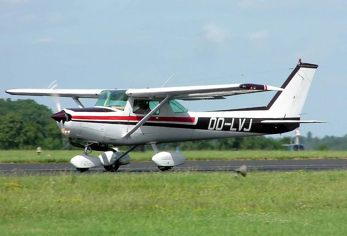 [Obrazek: 1200px-Cessna.fa152.aerobat.oo-lvj.arp.jpg]