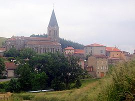 The church and surrounding buildings in Chirassimont