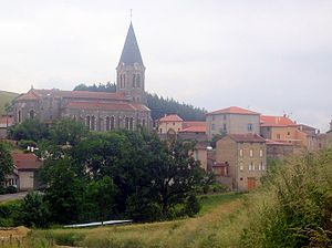 Chirassimont - The church and surrounding buildings in Chirassimont