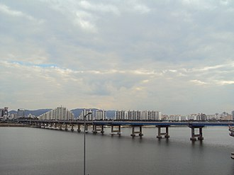 Cheonho Bridge - Image: Chunho Bridge viewing Chunhodong