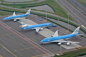 Wide-body aircraft - Airbus A330 twinjet, McDonnell Douglas MD-11 trijet and Boeing 747-400 quadjet