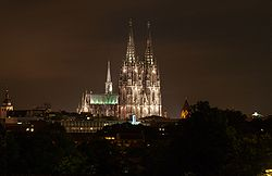 Cologne cathedral view hansaring.jpg