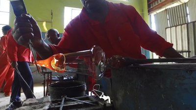 File:Creating a wine glass with a gathered stem.webm