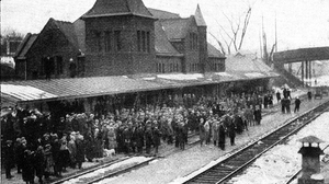 1920 Michigan Wolverines football team - Crowd at Ann Arbor train station awaits return of the Little Brown Jug, November 1920