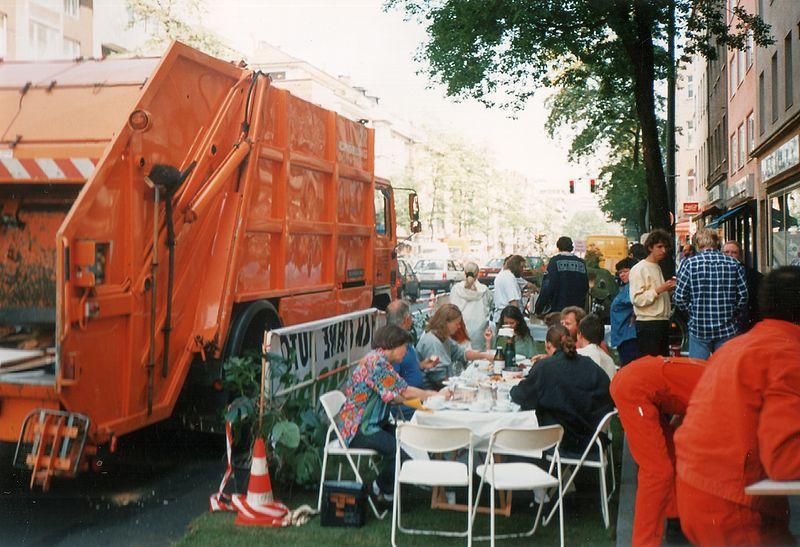 File:Düsseldorf, Corneliusstraße, Staucafé 1994 (2).jpg