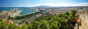 Panoramic view o Málaga frae Gibralfaro