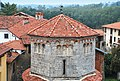 Dado e tetto (dopo il restauro 2013) - Battistero di San Giovanni Battista (Agrate Conturbia).jpg