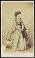Deron, François - carte de visite, Portret van een vrouw, staand.tif