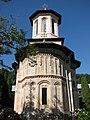 Dintr-un Lemn Biserica de piatra1.jpg