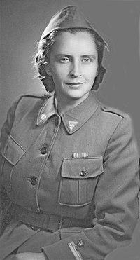 Doktorica Franja med vojno, v uniformi.jpg