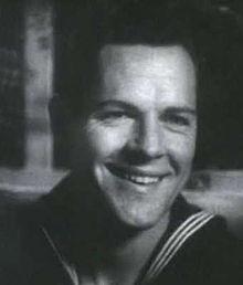 Donald Woods en Sea Devils-antaŭfilmo 2.jpg