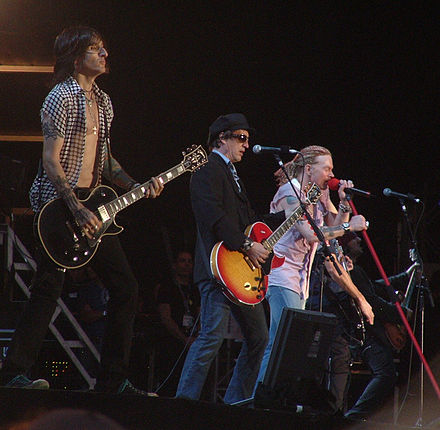 Izzy Stradlin on stage with Guns N' Roses in 2006 Download Feastival 2006 -2.jpg