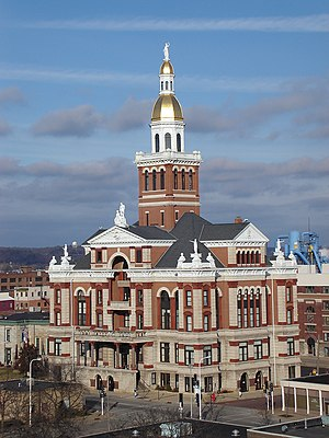 The Dubuque County Courthouse is an example of Beaux-Arts architecture.