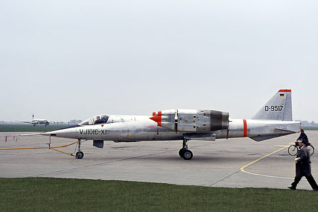 Ouvre boîte Republic XF-103 Thunderwarrior [Anigrand 1/72] 640px-EWR_VJ_101_in_1964