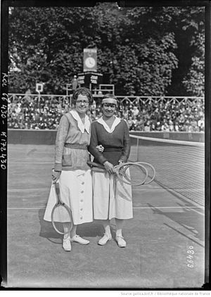Edith Sigourney - Sigourney (l.) with Molla Mallory at the 1921 World Hard Court Championships