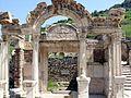Efeso - Tempio di Adriano - panoramio - Geobia7 (1).jpg