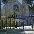Ein Kerem. Kerk van de Visitatie een franciscaner monnik veegt het plein bij de, Bestanddeelnr 255-9312.jpg