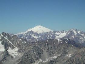 Elbrusfrombezengi.jpg
