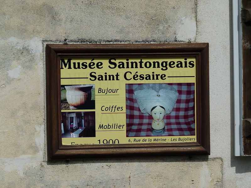 File:Enseigne du Musée des Bujoliers.JPG