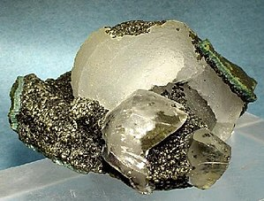 Deccan Traps - Crystals of epistilbite and calcite in a vug in Deccan Traps basalt lava from Jalgaon District, Maharashtra