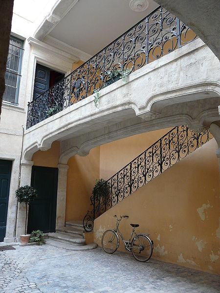 The suspended staircase and wrought iron railing of the Hotel Villard in Nîmes.