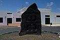 Escultura de I. Santamarina en Mancha Blanca.jpg