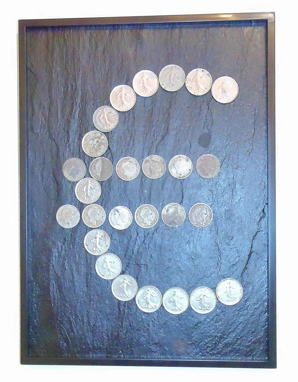 Euro symbol - Minimalism art with counterfeit money - Tableau Argent sale composé de fausses pièces de monnaie
