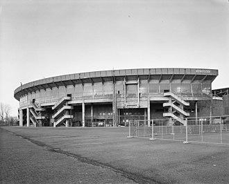 1961–62 European Cup - Image: Exterieur OVERZICHT TRIBUNE, NOORDOOST ZIJDE Amsterdam 20279171 RCE