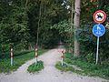 Für Katzen, Fußgänger, Radfahrer erlaubt, für Reiter verboten.JPG